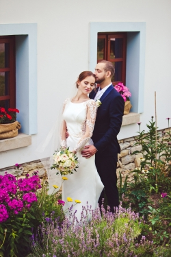 pudrová svatební kytice