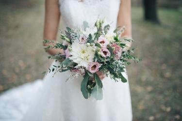 světle růžová svatební kytice
